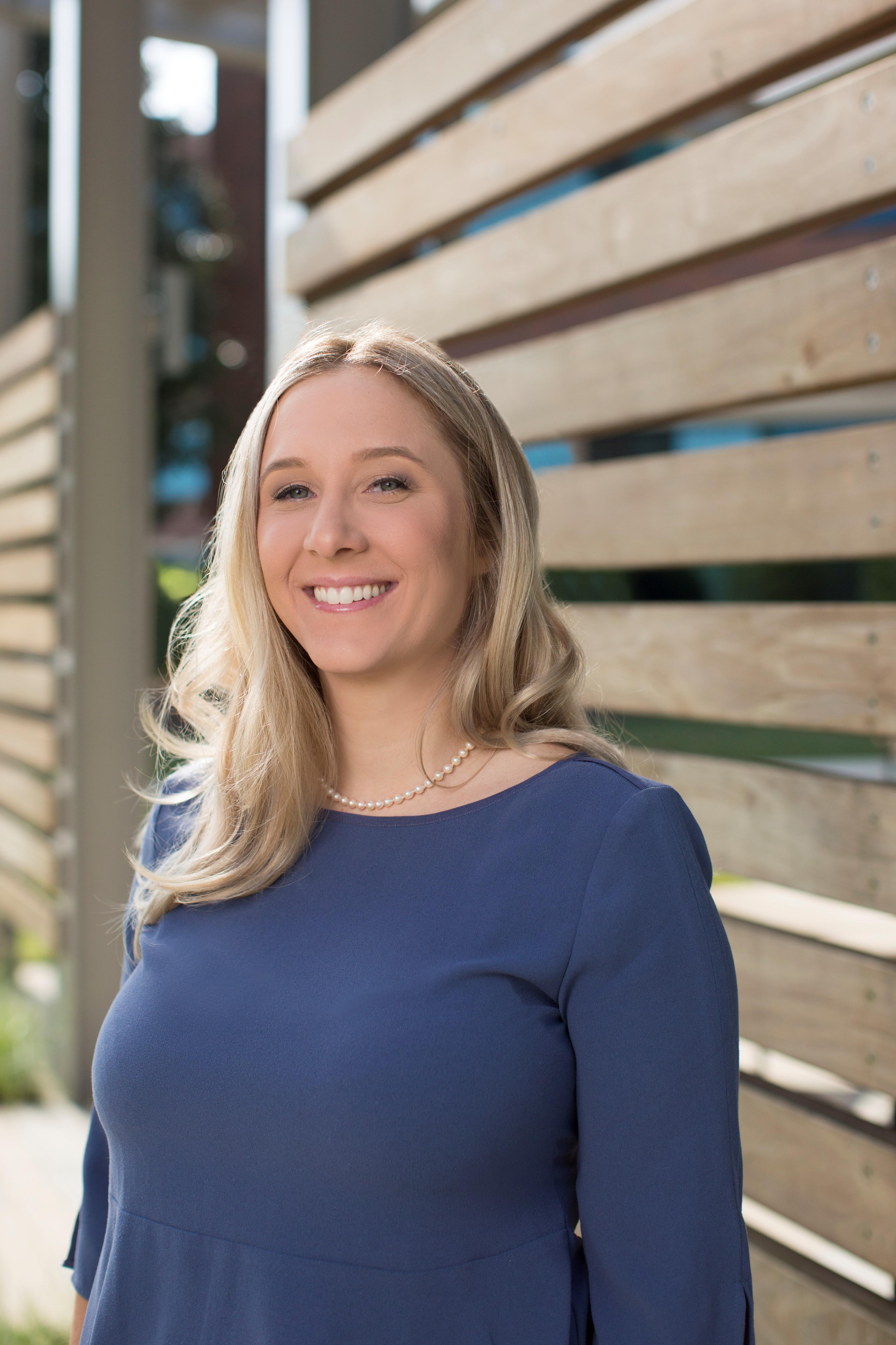 Alexandra Hinton bio photo